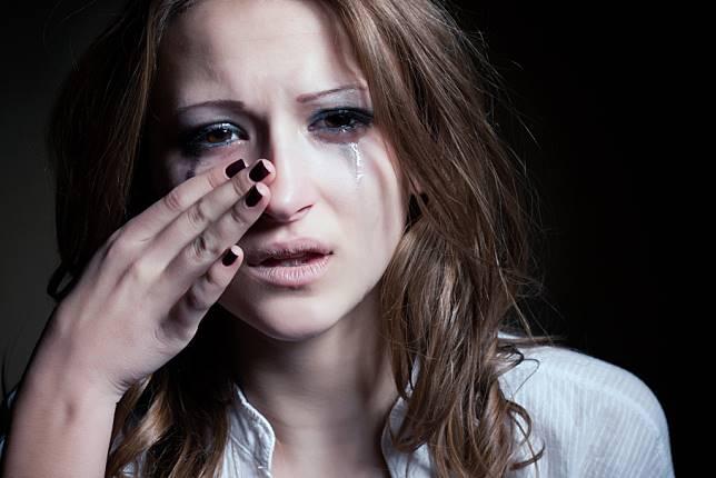 Beban Mental Wanita yang Mendapati Pasangannya Ternyata Biseksual