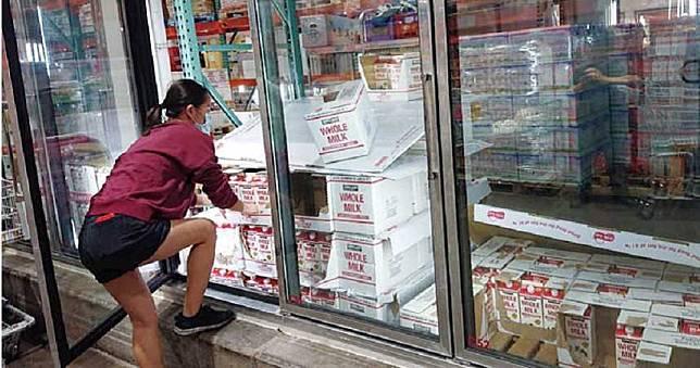 【極危公共區3】病毒最愛冰涼滋味 賣場冷凍櫃門把眾人摸