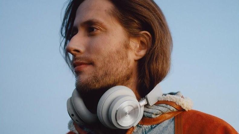 用想得就美炸了~RIMOWA與丹麥品牌B&O合作推出限量耳機