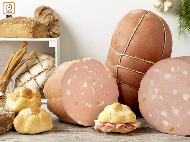 博洛尼亞莫爾塔德拉(Mortadella Bologna PGI)香腸受到法定地理區域產品保護,此種香腸以健康取勝,每100克僅有約288卡路里以及60至70毫克膽固醇,鹽分低卻又蘊含豐富礦物質及維他命B1、B2。(資料圖片)