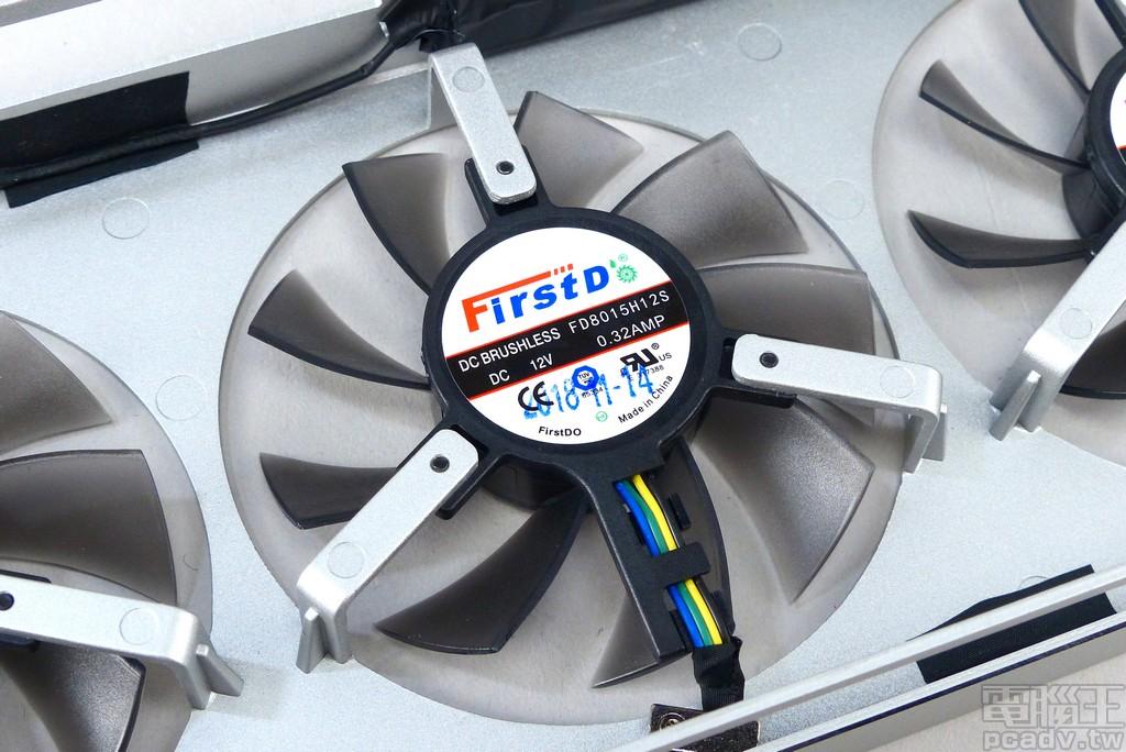 風扇採用 3 個 FirstDO FD8015H12S