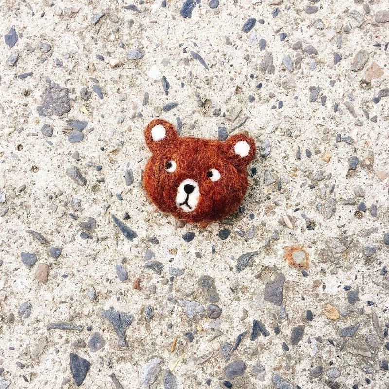 手工羊毛氈 小熊別針 可以別在帆布袋上唷!