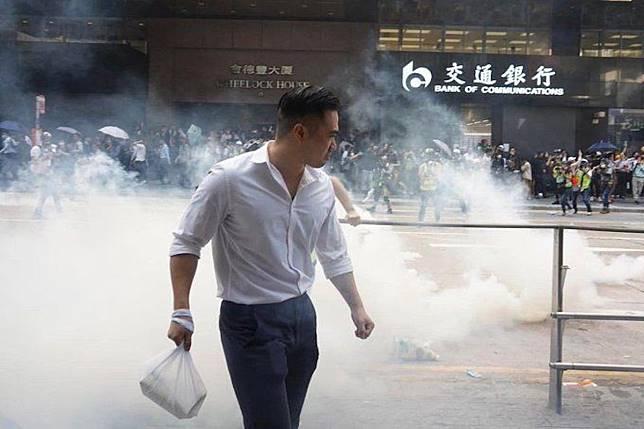 ▲香港的示威不停升級,催淚彈已經成為香港市民的日常,任何地方都有可能成為煙霧彌漫的「戰場」。(圖/翻攝自 Twitter )