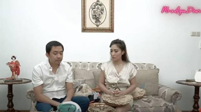 Regi Datau dan Ayu Dewi [YouTube/MrsAyuDewi]