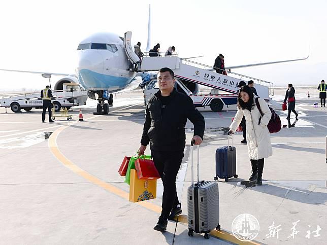 หนุ่มจีนคนขยันกลับบ้านฉลองตรุษจีนพร้อมหน้าครอบครัว