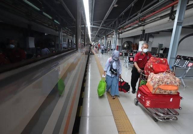 8.300 Orang Sudah Pesan Kereta Jarak Jauh di Pasar Senen dan Gambir