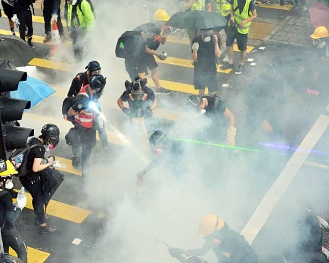 「荃葵青」區遊行演變成警民衝突。