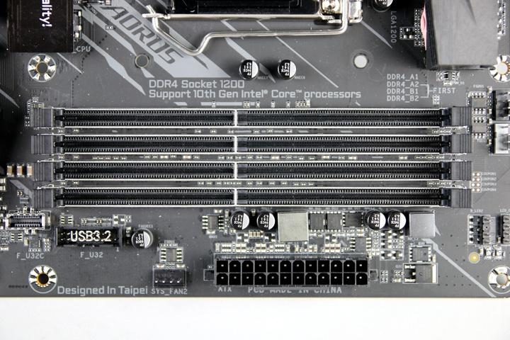 不管是選用Intel或AMD主機板,最好挑選內建4組記憶體插槽的主機板,以便日後有空間擴充記憶體容量。
