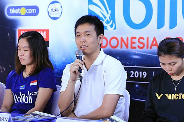Home star: Indonesian shuttler Hendra Setiawan (center) speaks during a media conference in Jakarta on Monday ahead of the Indonesia Open 2019. The badminton tournament will run from Tuesday to Sunday.