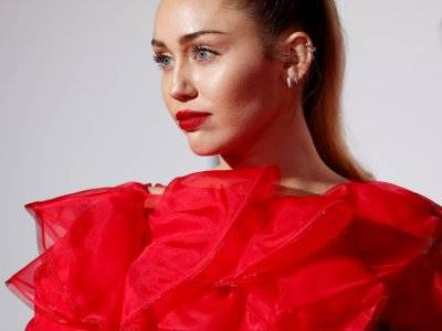 Miley Cyrus akan Kolaborasi dengan Cody Simpson Untuk Album Baru