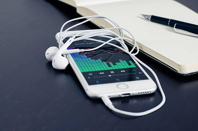 Ilustrasi aplikasi streaming musik.