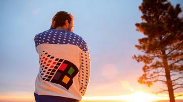 天氣轉涼,穿一件微軟官方正版Windows 95復古毛衣來暖暖身?