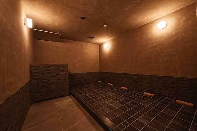 除了大型公共浴室及露天浴池,還設有帶「岩盤浴」和芬蘭傳統的桑拿浴「löyly」。(互聯網)