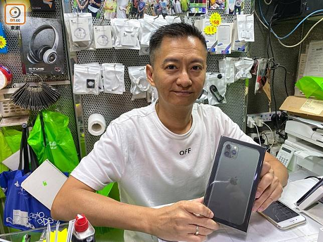 Lo哥指新iPhone跟上代未算有好大分別,是市況淡靜的原因之一。(陳志滔攝)