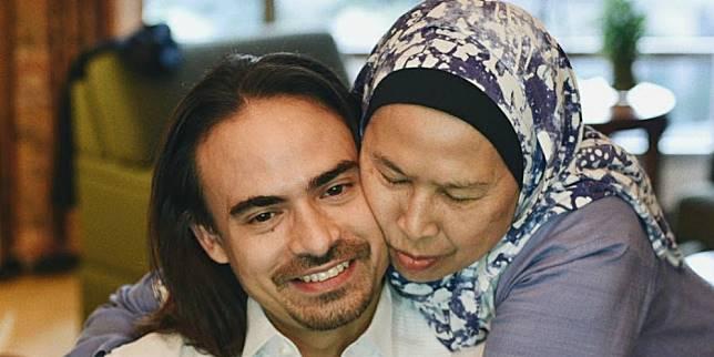 Mendiang Ashraf Sinclair dan sang ibunda (Foto: Instagram @ashrafsinclair)