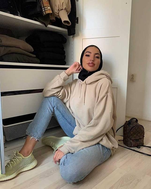 Ingin Tampil Kece Dengan Outfit Boyish Style Yuk Contek Gaya Khaoula Influencer Hijab Asal Amsterdam Facetofeet Com Line Today