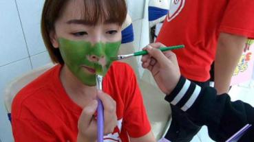 李懿甩名模包袱 綠臉cosplay玩具兵