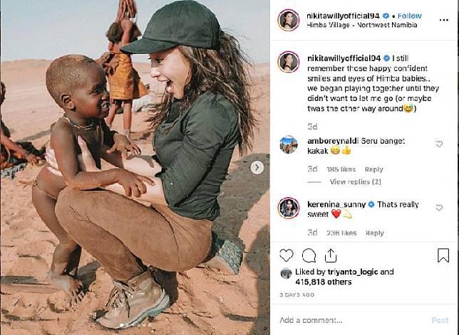 Nikita Willy di perkampungan Suku Himba. Foto: @nikitawillyofficial94
