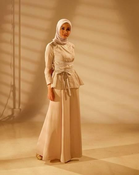 Pesona Cantik Laudya Cynthia Bella Dengan Hijab Gaun Pink