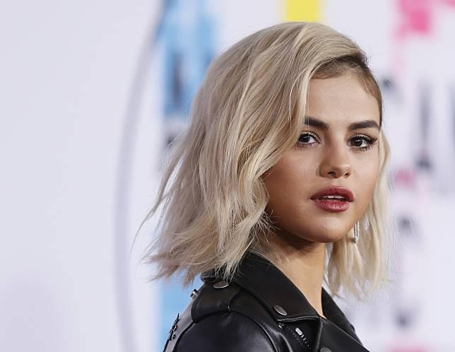 4 Gaya Rambut Pendek Selena Gomez Yang Bisa Kamu Tiru The Shonet Line Today