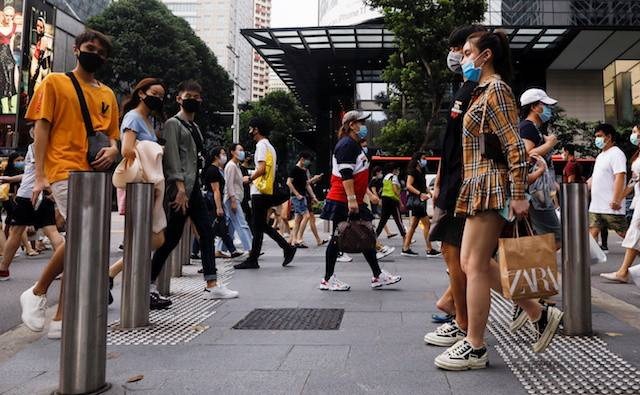 People cross a street at the shopping district of Orchard Road as the city state reopens the economy, amid the COVID-19 outbreak, in Singapore June 19, 2020.Some undergraduates have been forced to be more resourceful in hunting down internship opportunities, as companies withdraw offers and overseas programs grind to a halt.
