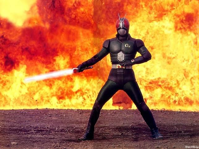 昭和年代《幪面超人BLACK RX》首度引進多段變身設計,對特攝拉打片帶來巨大影響。(互聯網)