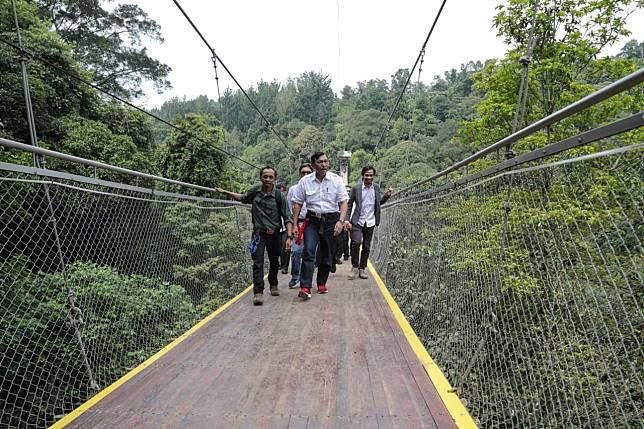 Inilah Penampakan Jembatan Gantung Terpanjang Se-Asia Tenggara