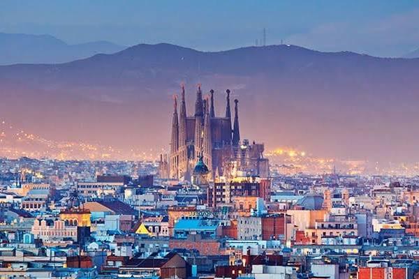 17 Fakta Menarik Kota Barcelona, Ternyata Hampir Miliki Menara Eiffel!