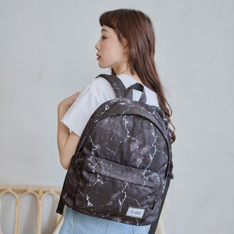 .背部防盜暗袋設計 .可放置14吋筆電 .內外水壺袋設計 .減壓背帶設計