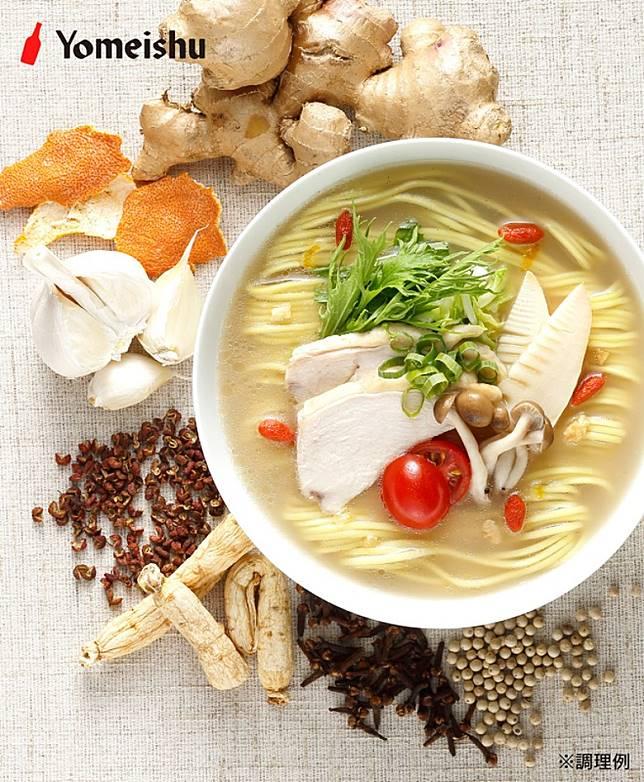 其中一款白養拉麵,於雞湯內加入枸杞子、薏米、生薑、白楜椒及丁香,據講有美容功效。(互聯網)