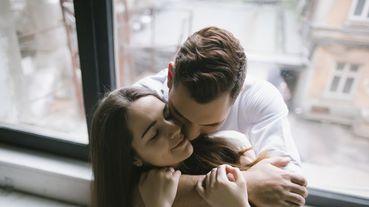 男人的「這個動作」直接完勝100句「我愛妳」!你要懂的女人有時後就只是需要一個.....