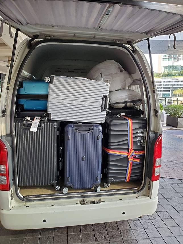 執埋行李移居當地。
