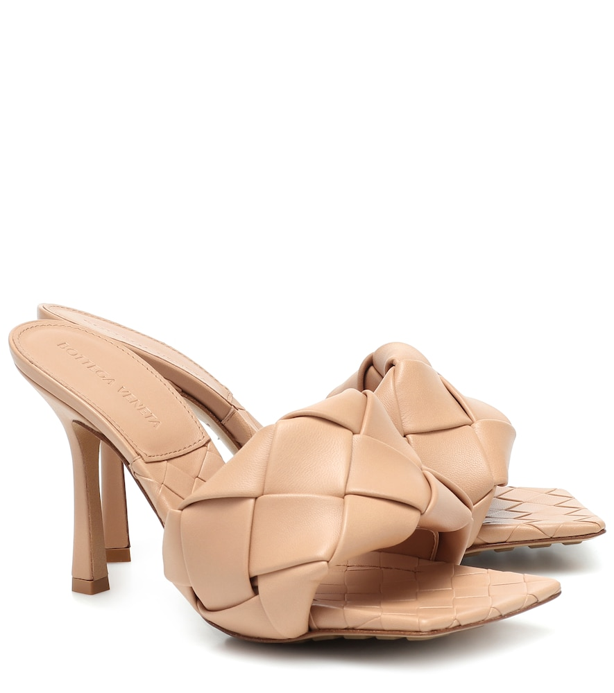 A cult-classic in the making, the BV Lido sandals from Bottega Veneta are rendered here in a versati
