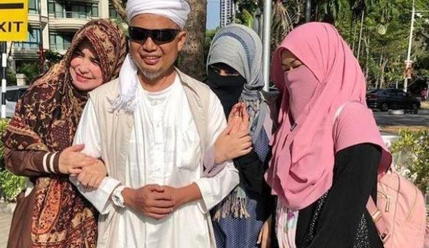 5 Curhatan Terdalam Tiga Bidadari Pasca Ustaz Arifin Ilham Kembali ke Pangkuan Ilahi