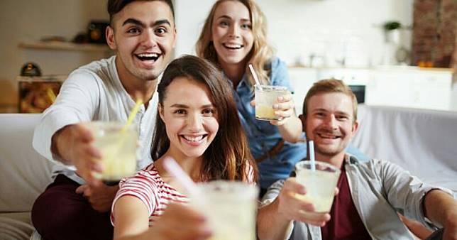 Selain Air Putih, Ternyata 5 Minuman Lezat Ini Bisa Menyehatkan Ginjal