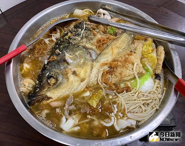 魚頭及一整鍋美味的綜合料理。