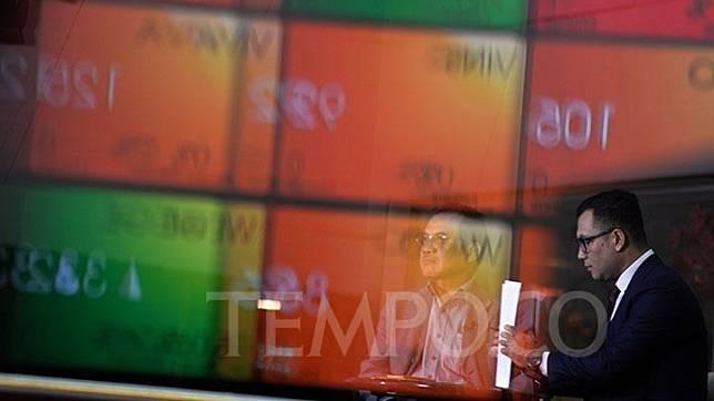 Aktivitas di hari pertama perdagangan saham di lantai Bursa Efek Indonesia, Jakarta, Senin, 10 Juni 2019. Indeks Harga Saham Gabungan (IHSG) siang ini parkir di zona hijau. TEMPO/Tony Hartawan