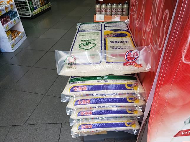 便利店有泰國米出售。