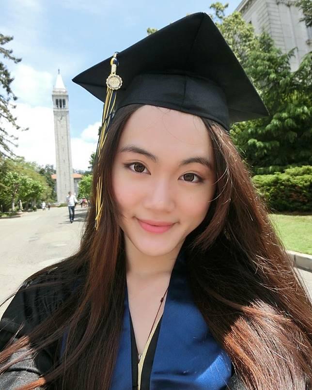 2014年就喺加州大學柏克萊分校經濟系畢業。