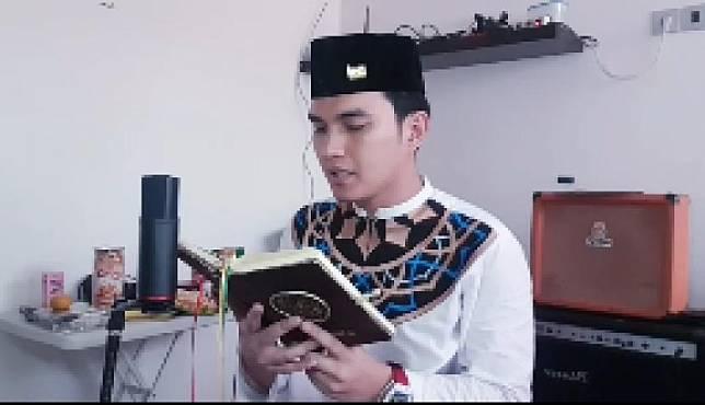 Selebritas Aldi Taher merayakan Idul Adha di Palu, Sulawesi Tengah.