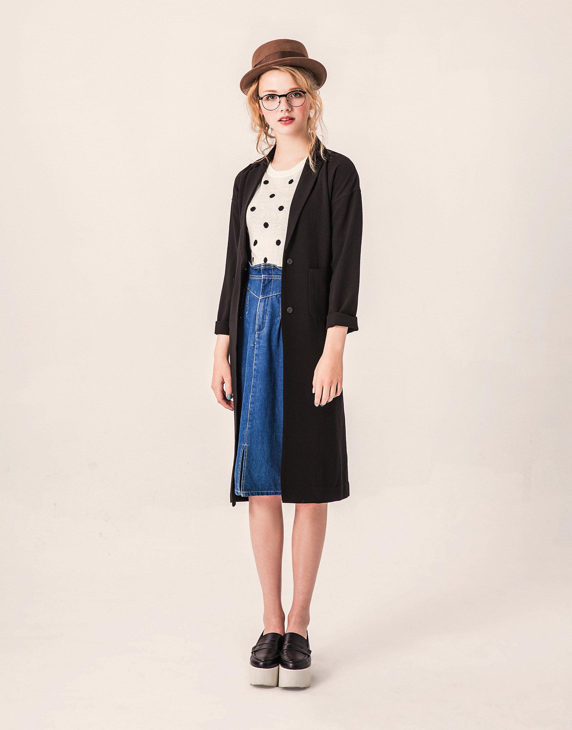 波點女孩五分袖縮腰針織上衣,內裡雙層點點,縮腰的設計讓女孩腰間纖細!