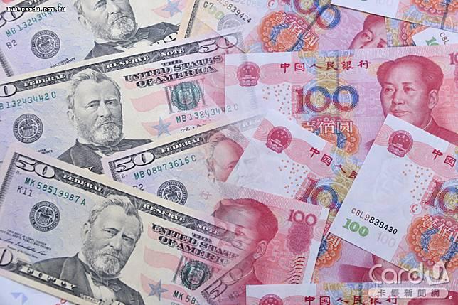 外幣保單買氣減弱,主要受到新台幣走貶影響,其中美元、人民幣投資型銷售年減超過40%(圖/卡優新聞網)