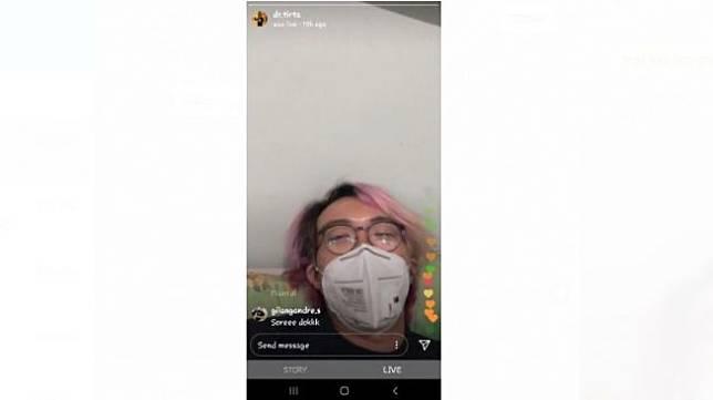 Dr Tirta dirawat di Kartika Pulomas Hospital, Jakarta Timur, Sabtu (28/3/2020) malam. [Screenshot Live Streaming Instagram @dr.tirta]