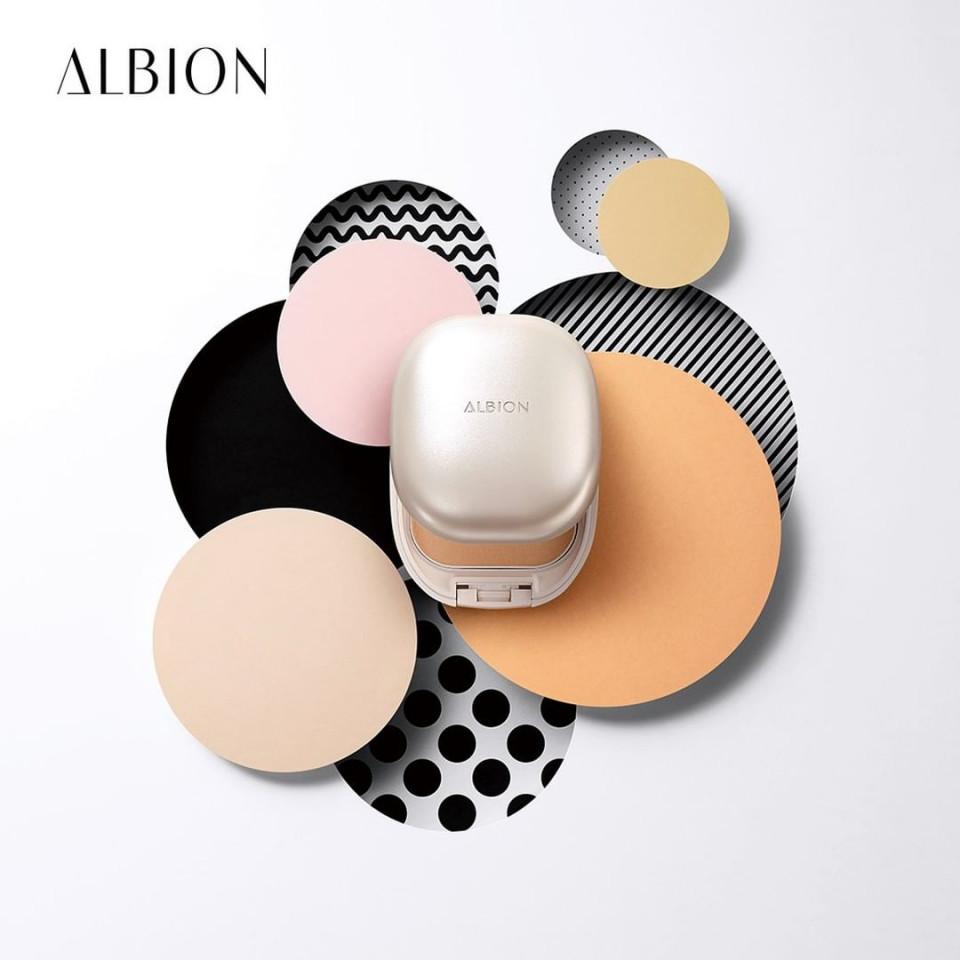 專櫃控油粉餅推薦4:ALBION 皙潤雪膚輕感粉餅,NT.1680(粉蕊NT.1350/粉盒NT.330)