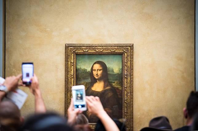 Paris' Louvre Museum visitors taking pictures of Leonardo da Vinci's Mona Lisa painting with their smartphones on Oct. 16, 2017.