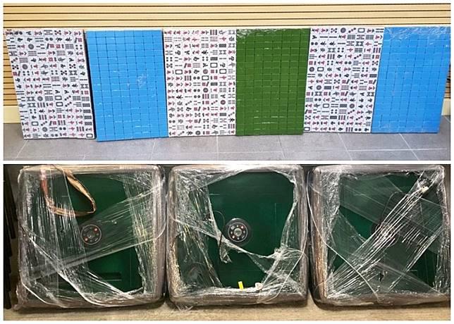 警方檢獲3張電動麻雀枱及6副麻雀。(警方圖片)