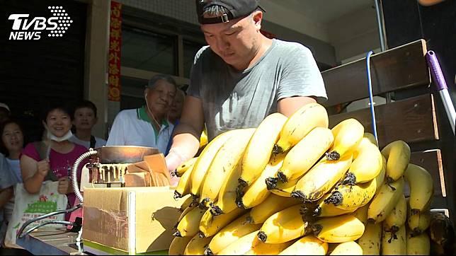 高雄某香蕉煎餅店老闆日前因推出「霸韓優惠」,引來韓粉不滿。圖/TVBS資料照