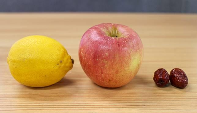 材料有檸檬、蘋果和紅棗。
