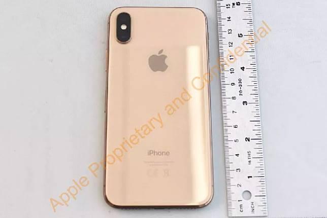 Tampilan iPhone X berwarna emas.