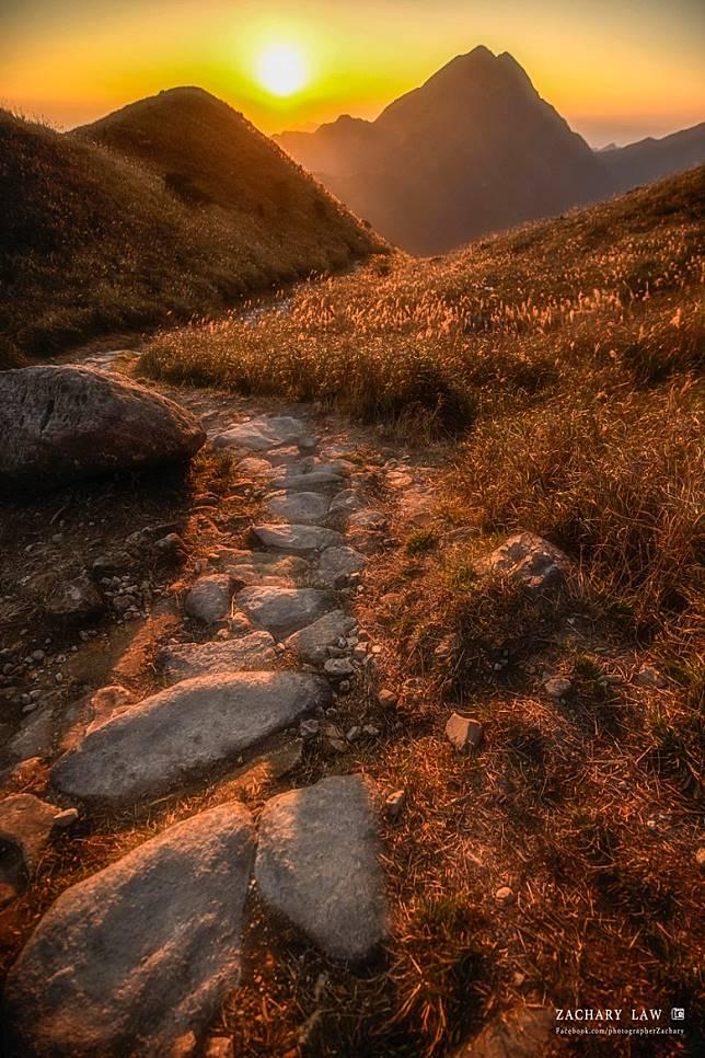 秋天的大東山十分優美,與夕陽的配搭美麗如畫。(Zachary Low攝)